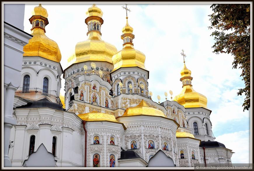 После того, как Успенский собор был восстановлен в 1729-м году, его архитектура оставалась без существенных изменений вплоть до 1941-го года. С приходом гитлеровцев в Киев во время оккупации,  Успенский собор был разграблен, а 3-го ноября 1941-го года храм был взорван, отступающими войсками красной армией.