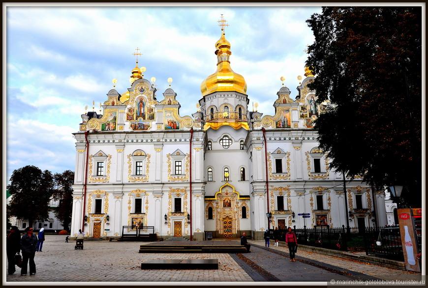 Бытует версия, что Успенский собор был взорван войсками красной армии в целях скрыть массовые ограбления в соборе