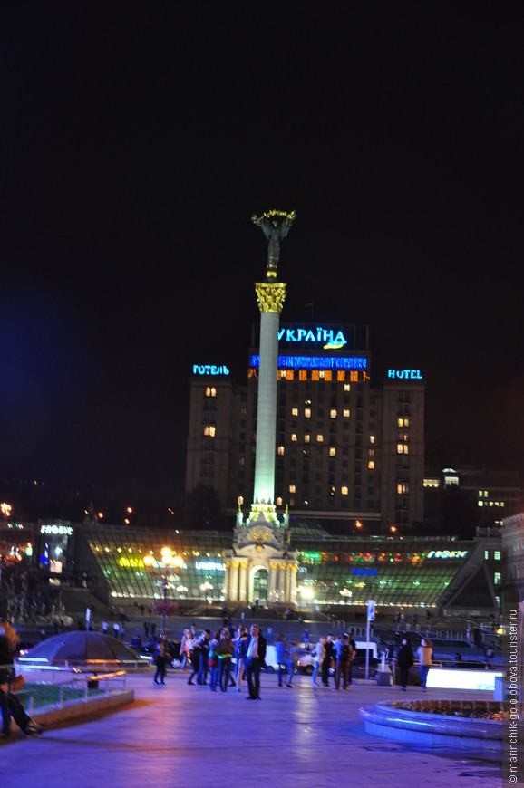 Монумент Независимости в Киеве - колонна, высота которой достигает 42-х метров и расположена на центральной площади Киева, Площади Независимости (Майдане Незалежности).
