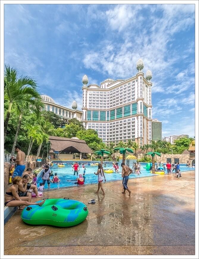 очень популярный бассейн,с набегающими волнами..