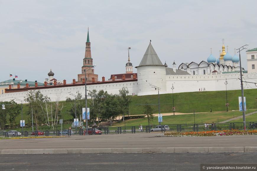 Башня Сююмбике и Безымянная башня Казанского кремля..jpg