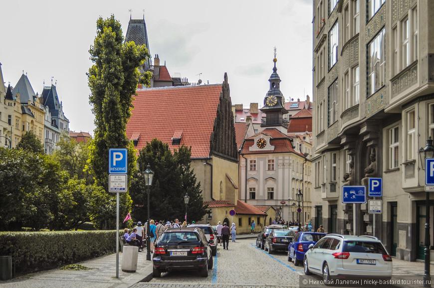 Самая старая синагога в Праге. Такое впечатление, что евреи поселились здесь задолго до чехов.