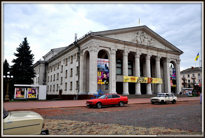 Черниговский областной академический украинский музыкально-драматический театр - одним из старейших областных театров Украины, был основан в 1926 году.