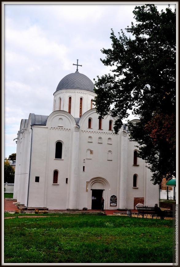 Борисоглебский собор. Этот храм первоначально строился в качестве усыпальницы княжеского рода Демидовичей, но позже стал главным собором кафедрального монастыря, который в 1786 году был ликвидирован по указу Екатерины II.