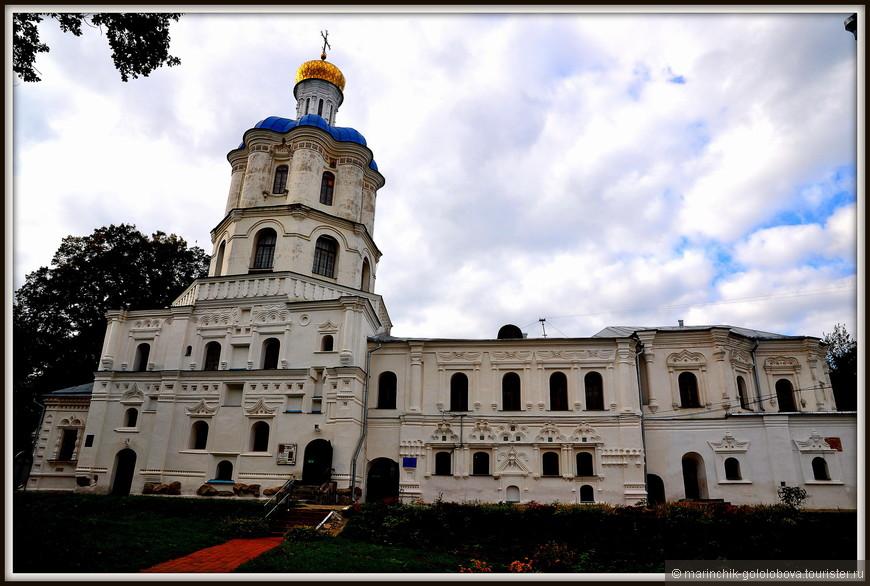 Средства на строительство Черниговского коллегиума выделил гетман Иван Мазепа — возводилось здание с 1700 по 1702 годы в стиле украинского барокко