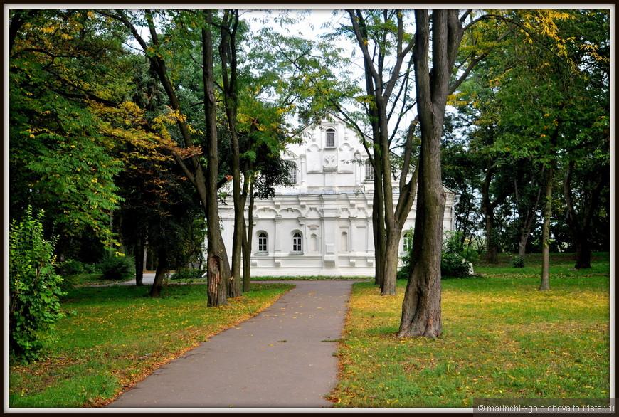 Особое место среди достопримечательностей Чернигова занимает невзрачный с виду особнячок, находящийся неподалеку от цитадели бывшей крепости. Это Дом Мазепы.