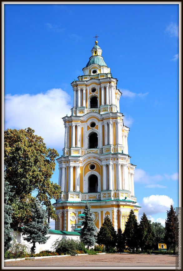 Колокольня высотой 58 м открыта для посещения (195 ступеней), сверху открывается лучшая панорама Чернигова.