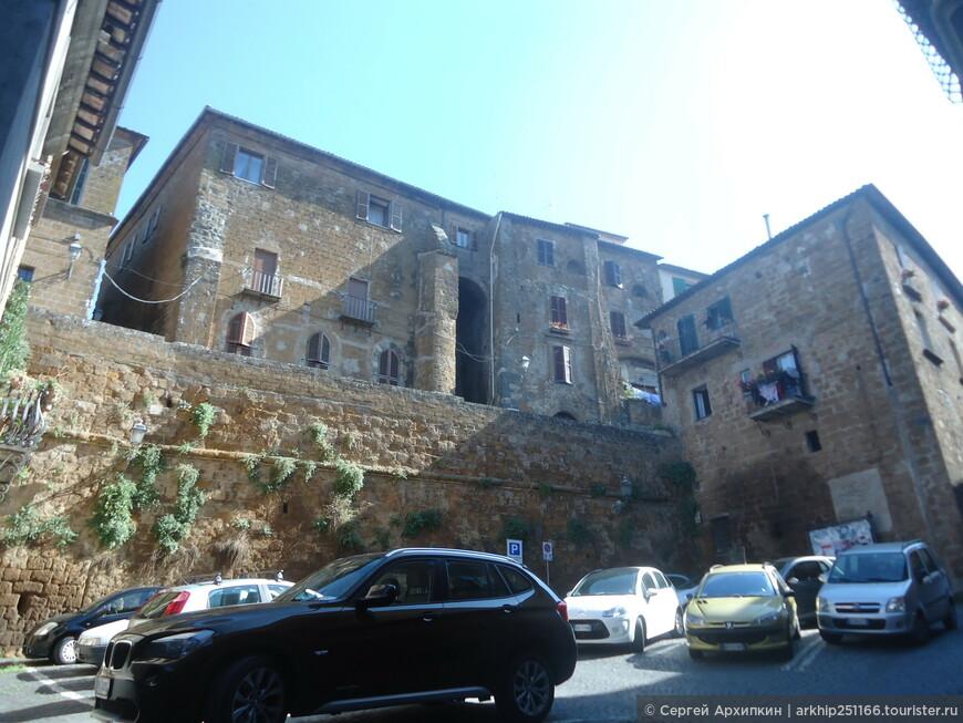 Я снова пошел в сторону собора, на этот раз чтобы посетить музеи Орвието