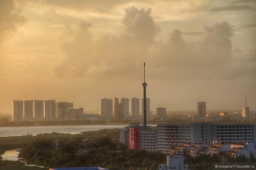 Канкун вечером. Вид с 10 этажа отеля.