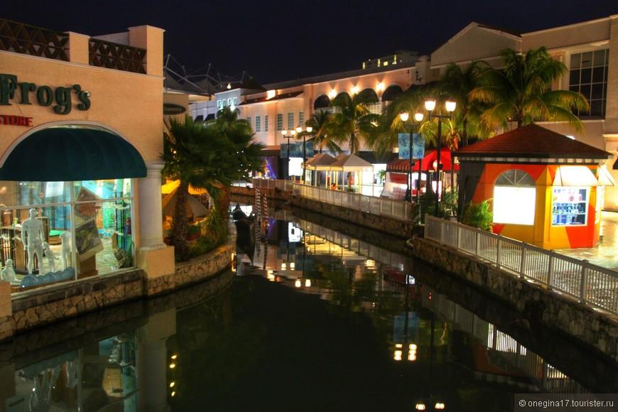 Канкун. Торговый центр для любителей шопинга.