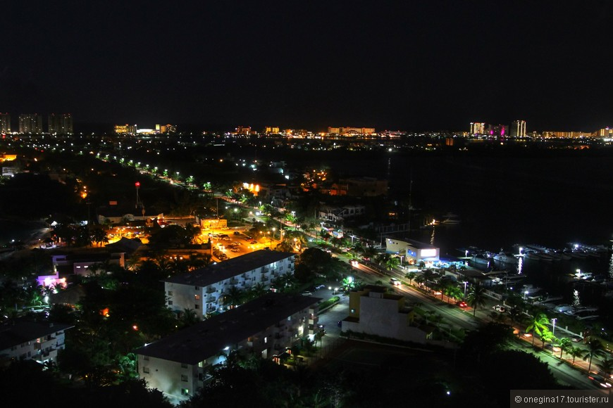 Вид на ночной Канкун.