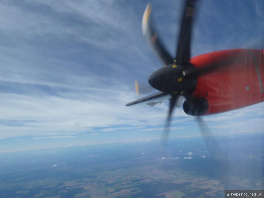 Самолёт летит, мотор работает....