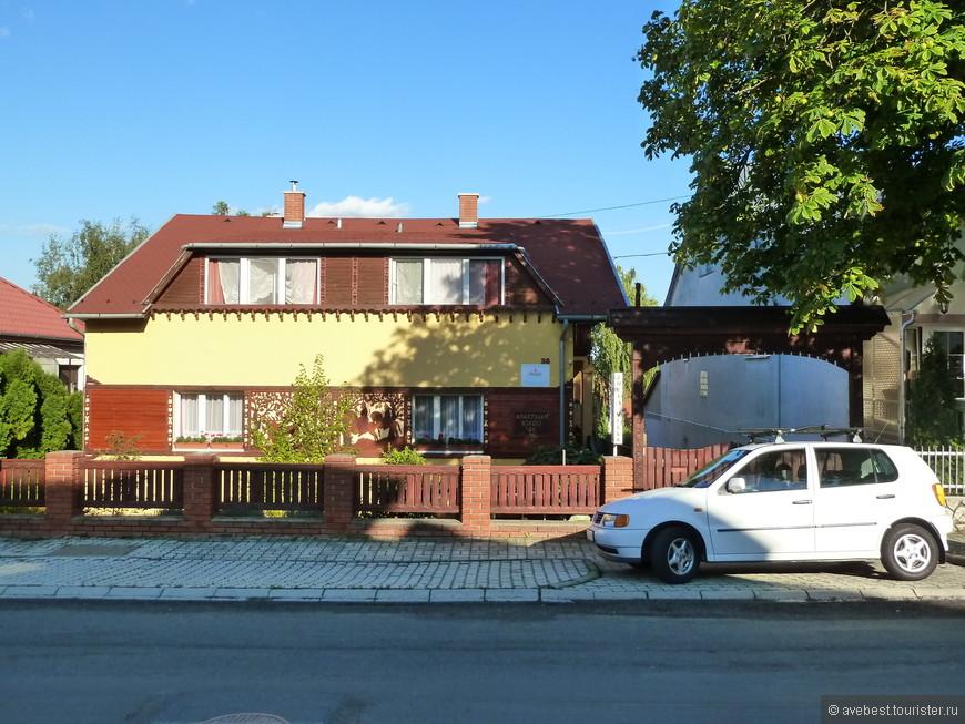 """Апартаменты """"Юлия"""", в них мы прекрасно провели время. Большие, уютные, чистые номера и очень радушные хозяева."""