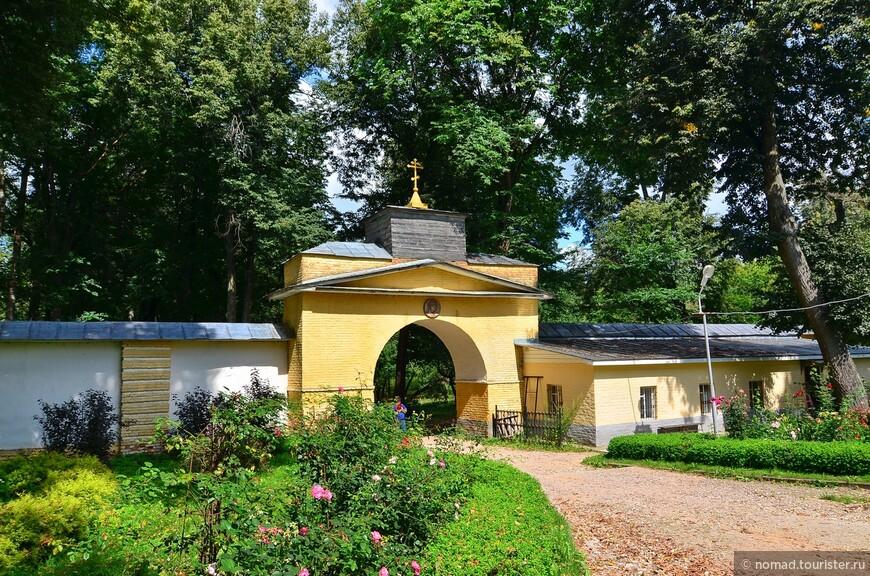 Ограда Храма Архангела Михаила