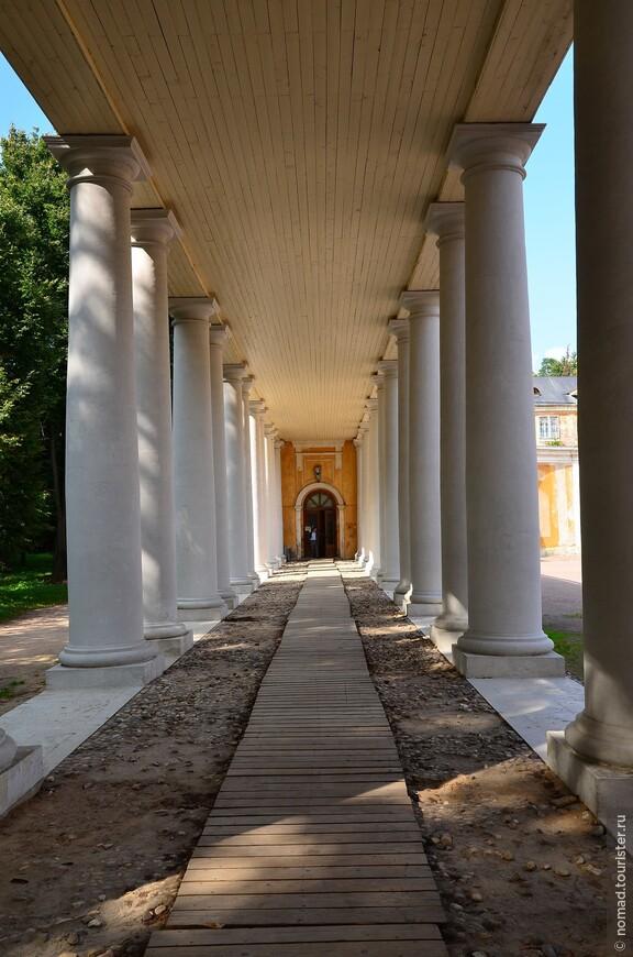 Колоннада Большого Дворца