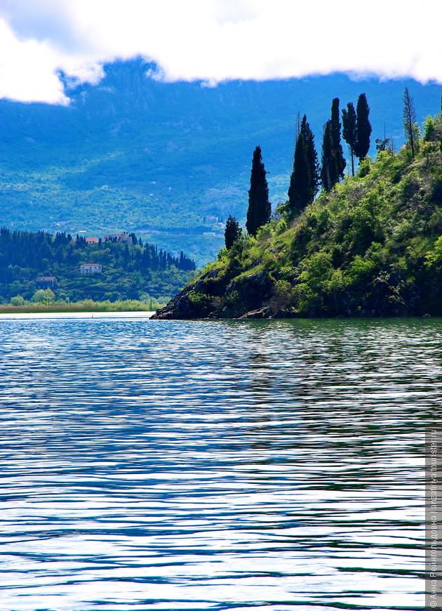 Ближе к Вирпазару, к концу прогулки, пейзажи по левому борту напоминают маленькую Италию.