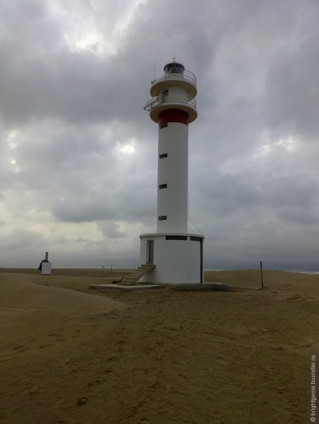 "Маяк в Punta del Fangar <noindex><a href=""https://www.tourister.ru/go?url=https://www.google.ru/maps/place/Punta+del+Fangar/@40.7903063,0.7698039,866m/data=!3m1!1e3!4m2!3m1!1s0x12a10e921d8525d9:0xdd2fd7b235ac2584"" class=""ext_link"" target=""_blank"">гуглокарта</a></noindex>"