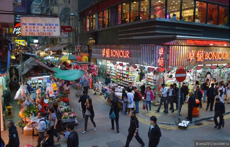 Я обожаю эти чисто китайские уличные рынки. Оказывается, и на о. Гонконг их предостаточно, порою в самых неожиданных местах рядом с фешенебельными улицами.