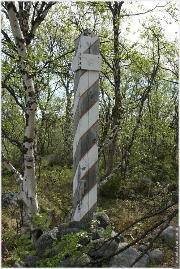 Расстояние на Соловках мерилось соловецкими верстами. От одного до другого верстового столба расстояние равно протяженности стен Соловецкого монастыря (1084 метра).