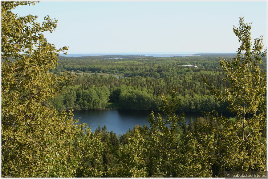 С Секирной горы открывается захватывающий вид  на северо-западную часть Соловецкого острова.