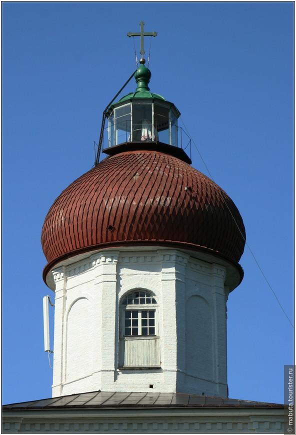 На Вознесенской церкви в 1862 году был установлен маяк, самый крупный на Белом море.
