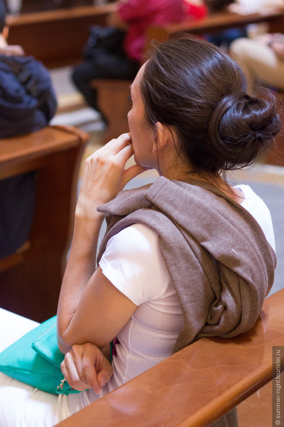 В Пантеоне, под гвалт многочисленных разноголосых туристов со всего света, умиротворенно и спокойно.
