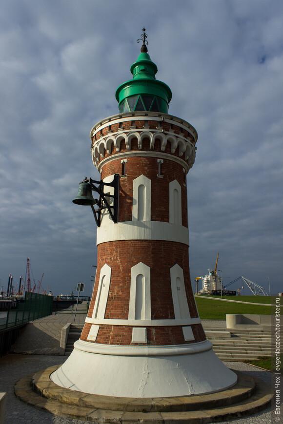 Маяк Pingelturm единственный в своем роде маяк с туманным колоколом. Колокол начинает автоматически звонить при тумане.
