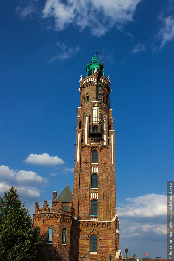 Маяк Симона Лошена, построен в 1853 году, является старейшим еще действующим маяком Германии