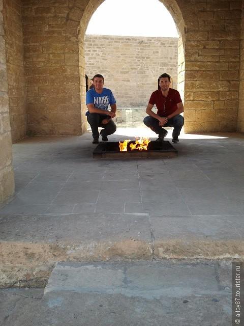 Храм огнепоклонников в Сураханы...Азербайджан