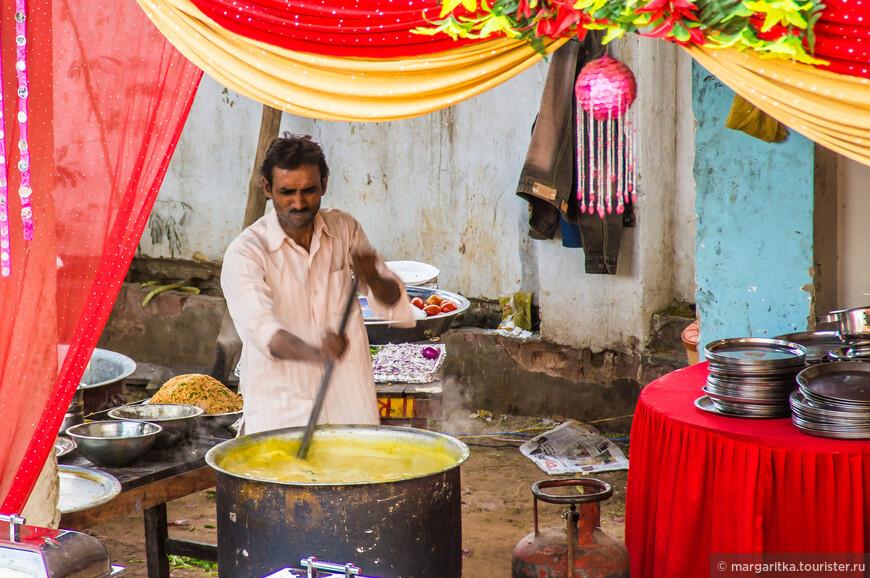варево кичри - самое популярное блюдо в Индии и самое разнообразное по рецептуре, ингредиентам, вкусу и виду