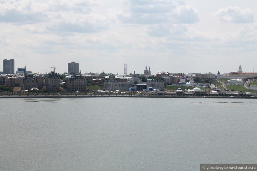 Вид на дворец Земледельцев с Казана.