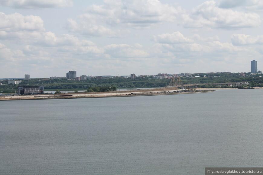 Вид на мост Миллениум с Казана.