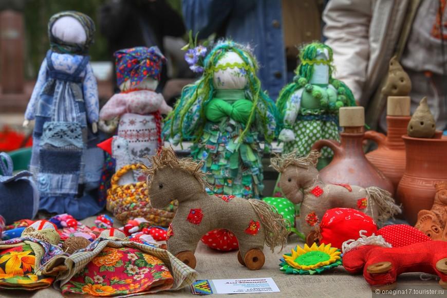 Многие игрушки сделаны строго в соответствии со старинными традициями.