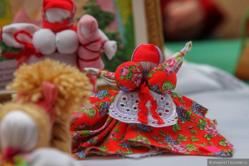 Приезжают в Воронеж и мастера народных промыслов, игрушек и исторических костюмов, присущих той или иной губернии.