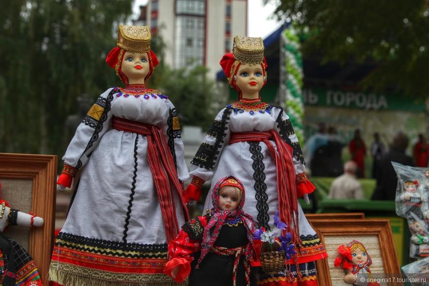 Желающим узнать про народные костюмы и игрушки все обязательно расскажут, покажут и продадут, если расстаться с такой красотой вы не сможете.