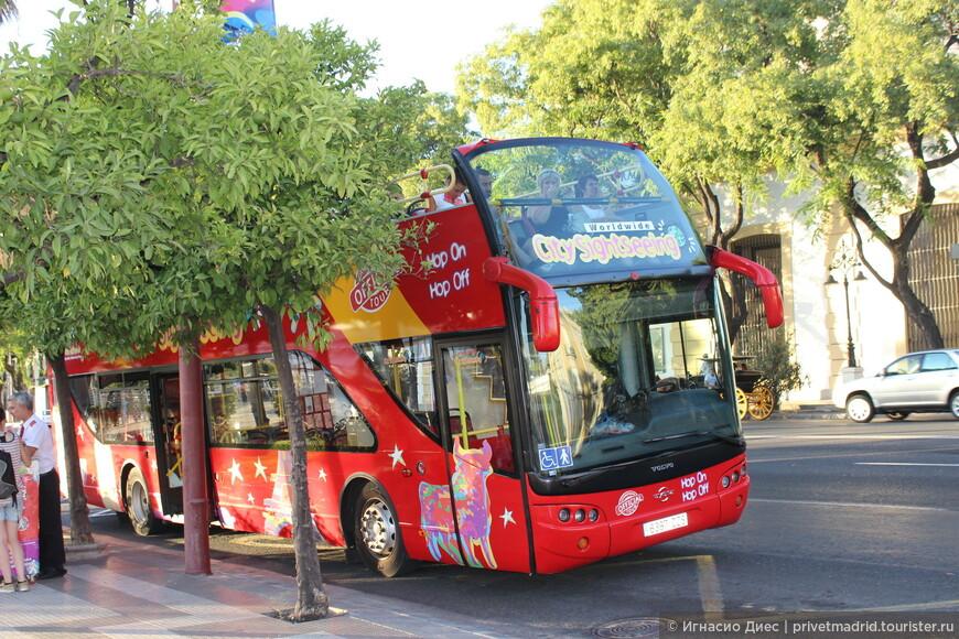 Туристический автобус в Севилье