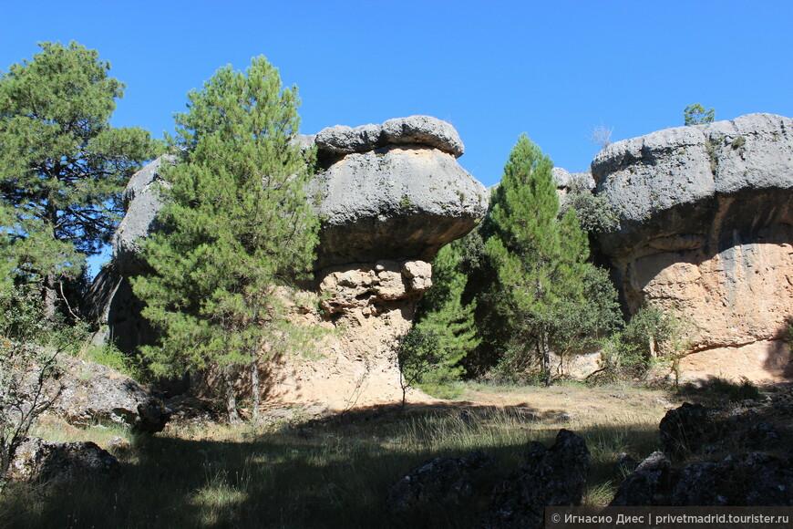 Заколдованный город в Куэнка (La Ciudad Encantada). Это природный заповедник с ландшафтом скал-камней совершенно удивительных форм и размеров.