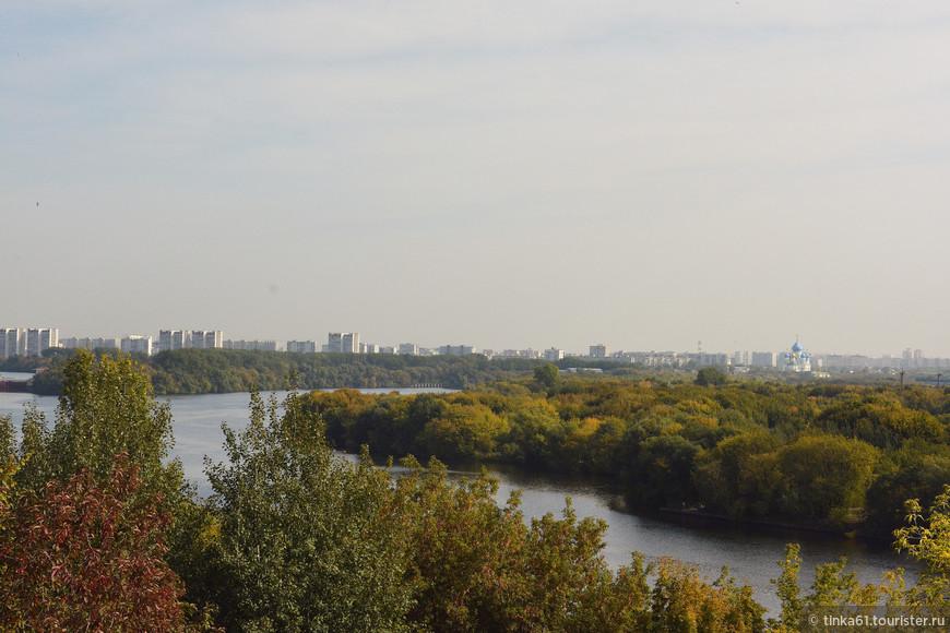 Вид на Москва-реку со стороны Вознесенской площади.