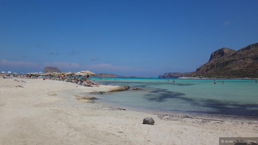 По чистоте вполне  бы сошел за дикий пляж, если бы не лежаки с зонтиками ..