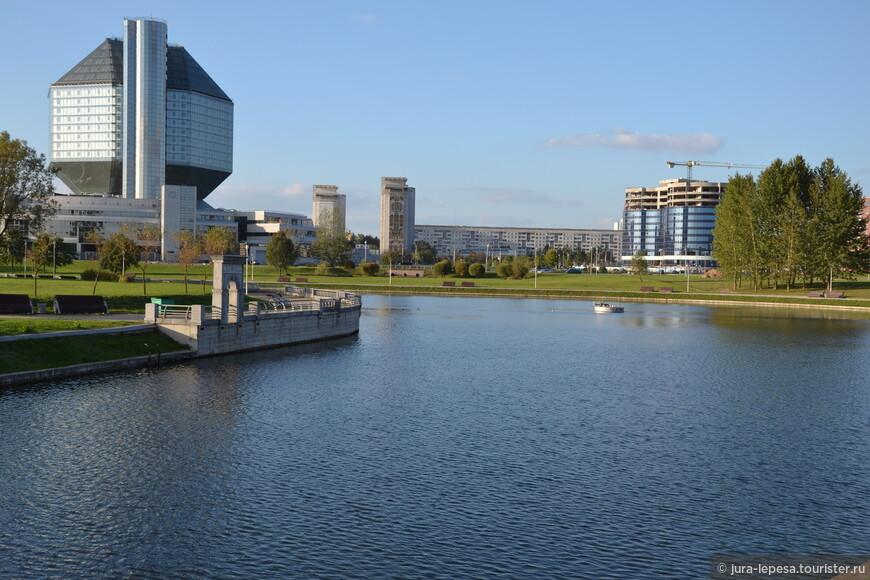 В самой авторитетной «Всемирной энциклопедии архитектуры» Минск представлен всего четырьмя объектами. Среди которых «золото» (по объему статьи и хвалебным рецензиям) у… Слепянской водной системы.