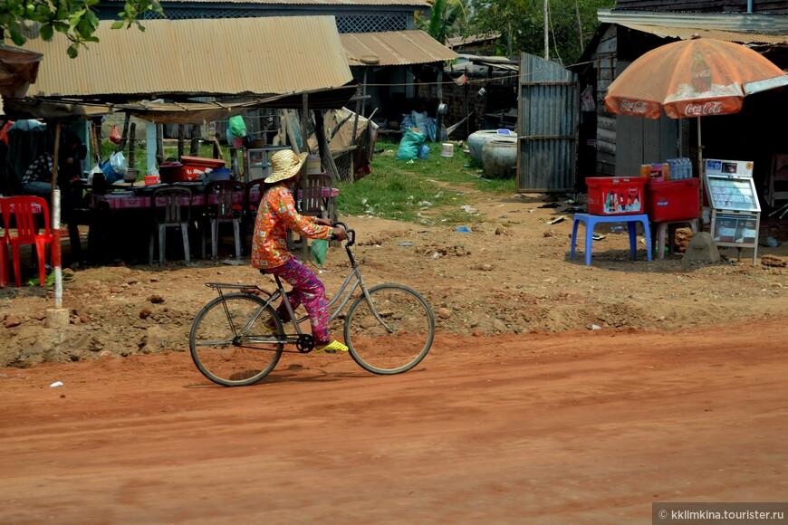 У кхмеров нет культа одежды, как у нас. И любимый лук - пижама)