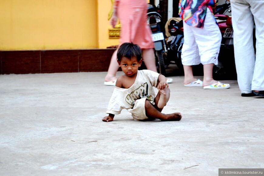 Местные дети безумно очаровательны. Неудивительно, что Джоли увезла одного с собой)