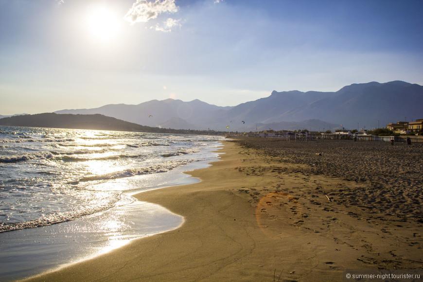 Пустынный пляж, потрясающие пейзажи моря и гор! Минтурно. Виа Лунгомаре.