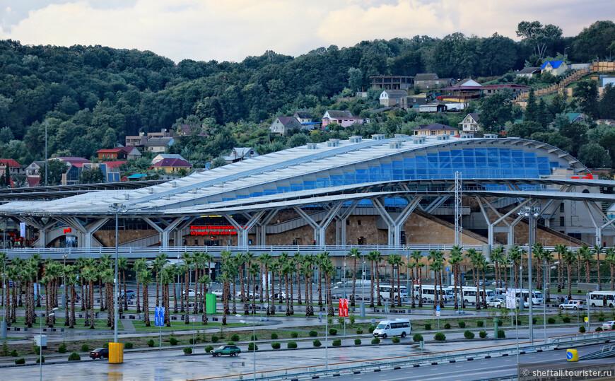 Олимпийский ж/д вокзал выглядит очень современно и работает пока без нареканий.Надеюсь,так будет и впредь.