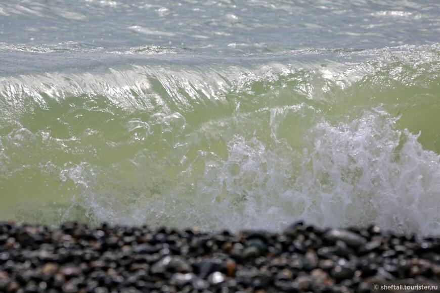 Отдельно нужно сказать о местных пляжах: пока это лучшее, что я видела на родном побережье.Очень чистые, широкие, оборудованные всем необходимым.За ними строго следят, много спасателей и нет навязчивых продавцов горячей кукурузы-шаурмы-пахлавы.