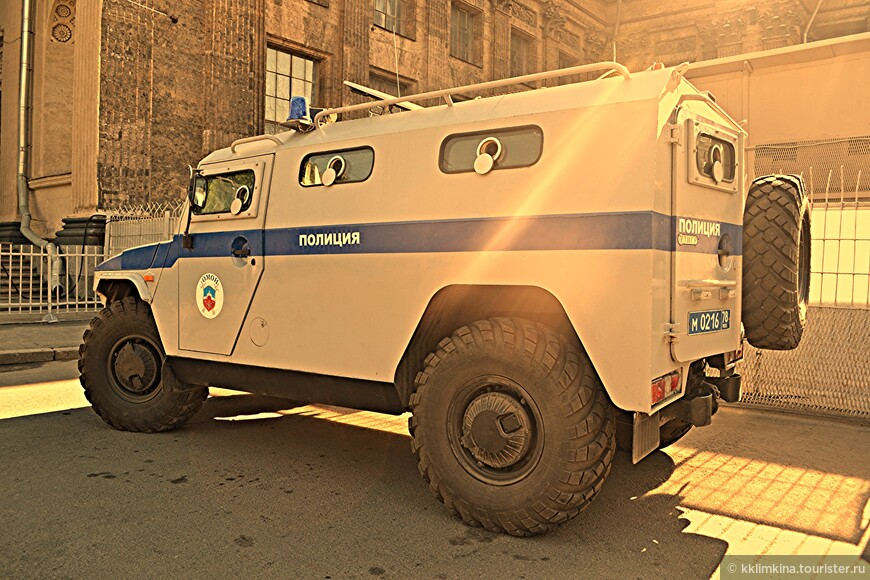 Скромная полиция)