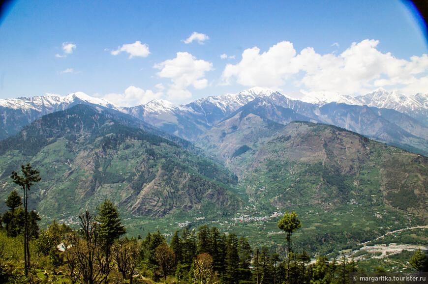 Деревенька Добхи в западной части долины Куллу напротив-внизу Джаны
