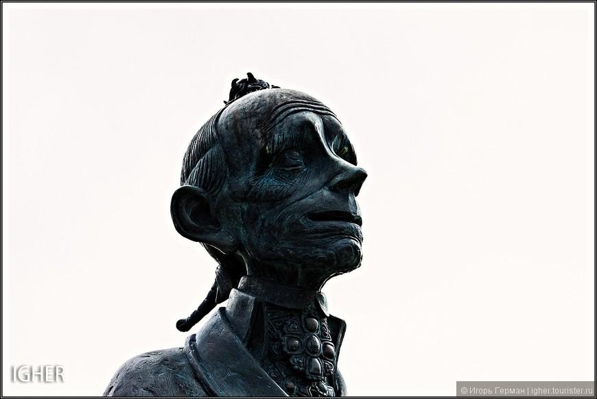 насколько я понял памятник был установлен в 1999 году,но если честно сама фигура графа ставшего князем лично мне совсем не понравилась