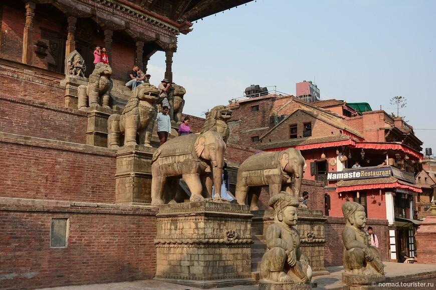 Площадь Таумадхи-Толе. Храм Ньятапола.