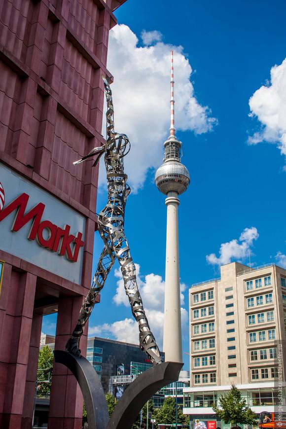 Знаменитая берлинская телебашня.Высота 368 метров.Самое высокое сооружение в Германии.